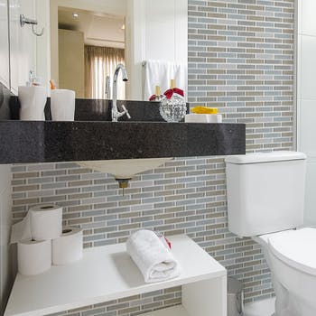papel de parede para banheiro pastilha