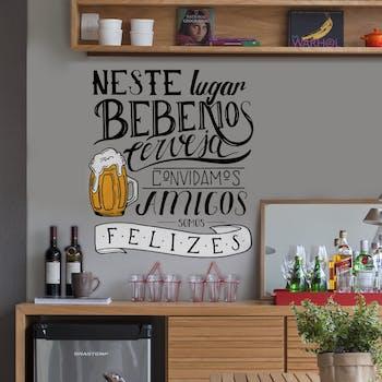 Adesivo de Parede Frase Bebemos Cerveja