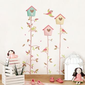 Adesivo de Parede em quarto de menina com galhos e arvores